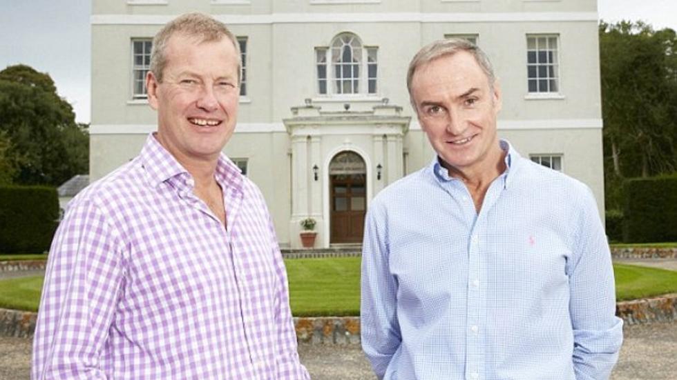 Familia real británica celebrará su primera boda homosexual - Lord Ivar Mountbatten (Izquierda) y James Coyle. Foto de Daily Mail