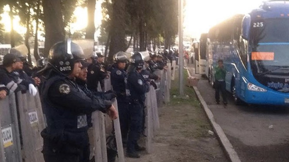 Retienen a maestros en entradas a la Ciudad de México - Foto de Excélsior