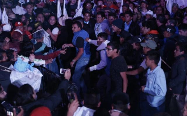 Gresca en Pachuca durante mitin de López Obrador - Foto de @Milenio