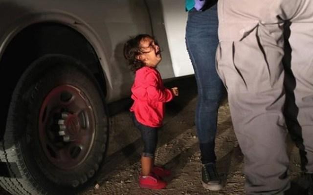 Revelan la verdad detrás de la niña migrante llorando - Foto de Getty Images