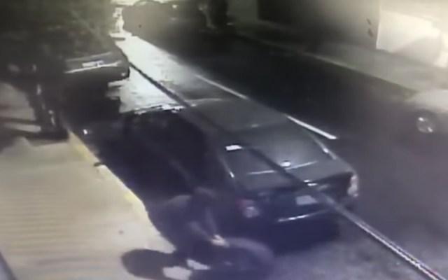 #Video Así robaron las llantas de un vehículo en la Roma sur - Foto de Youtube