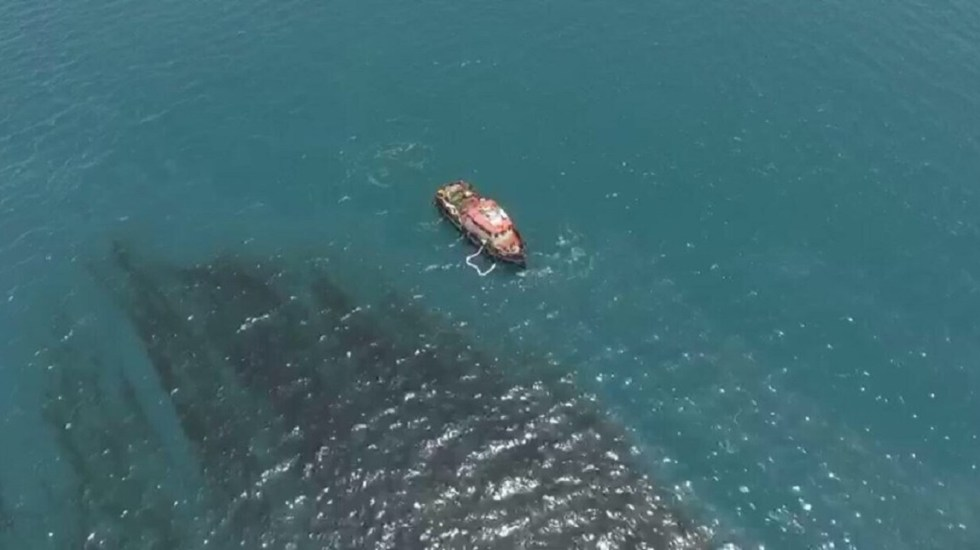 Accidente provoca derrame de petróleo en Salina Cruz - Foto de Twitter