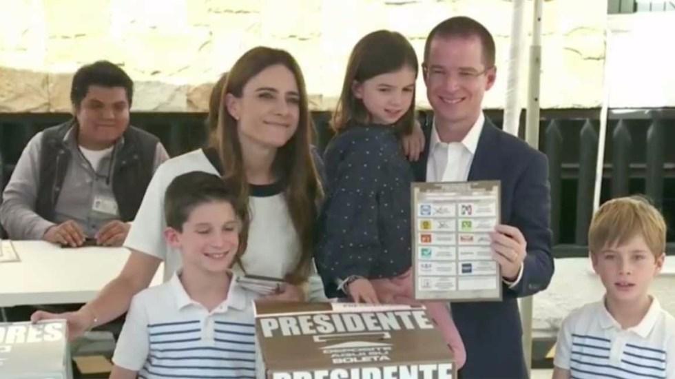 Ricardo Anaya emite su voto en Querétaro