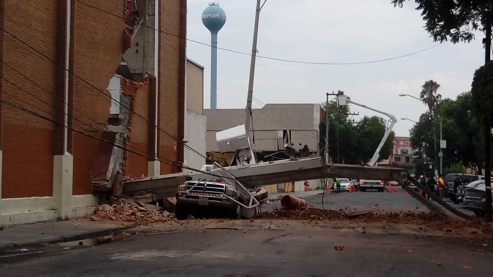 Cae barda de Walmart en Tlalpan dañada por sismos de septiembre - Foto de @CiudActivos