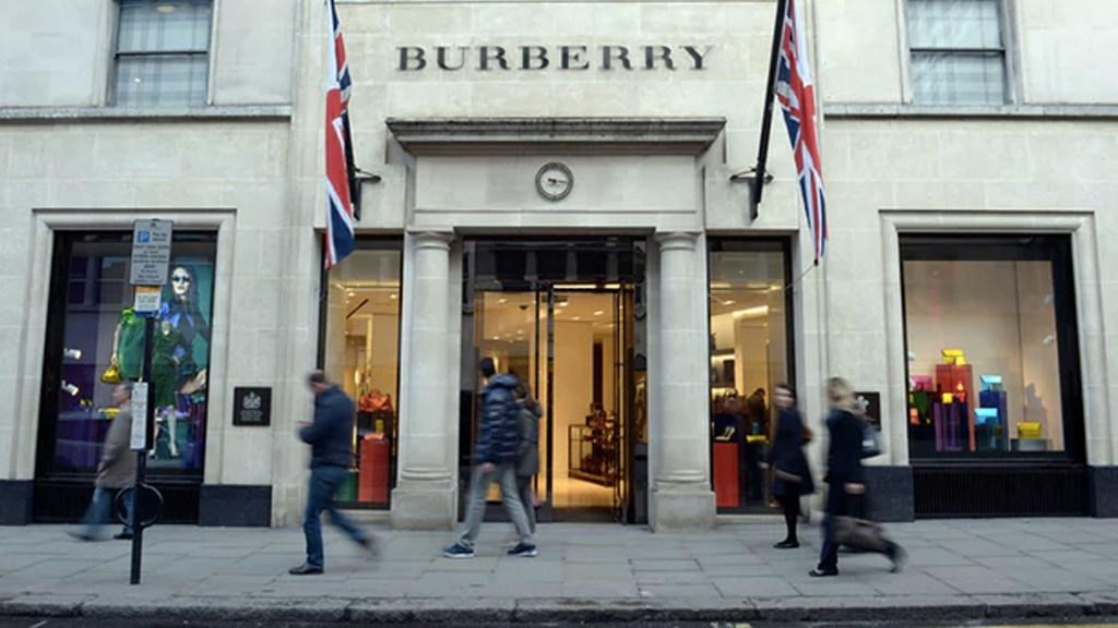 Burberry quema 37 mdd en mercancía para proteger la marca - Foto de AP