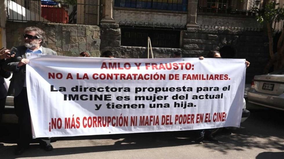 Cineastas instalan plantón afuera de oficinas de AMLO - Foto de Milenio