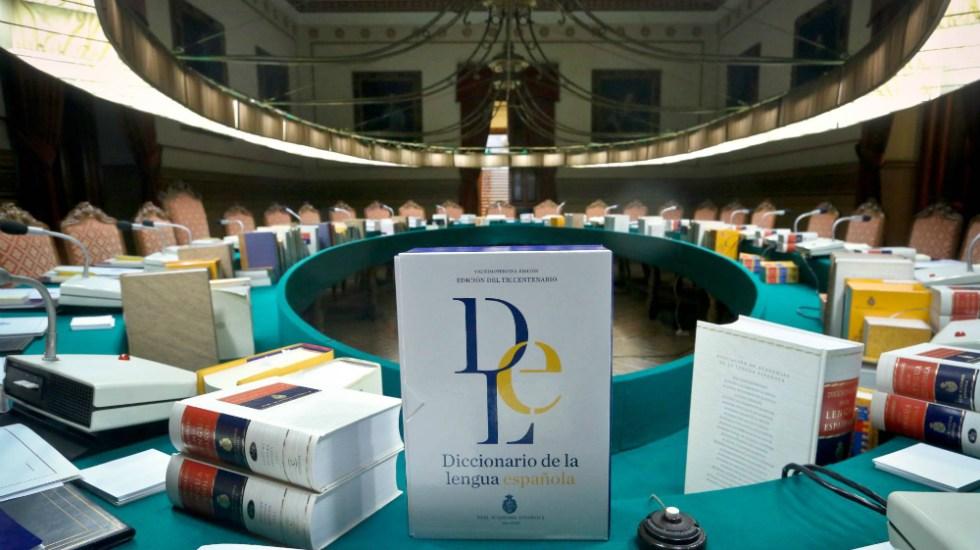 La RAE regala ejemplares de su diccionario para no destruirlos - Foto de El País