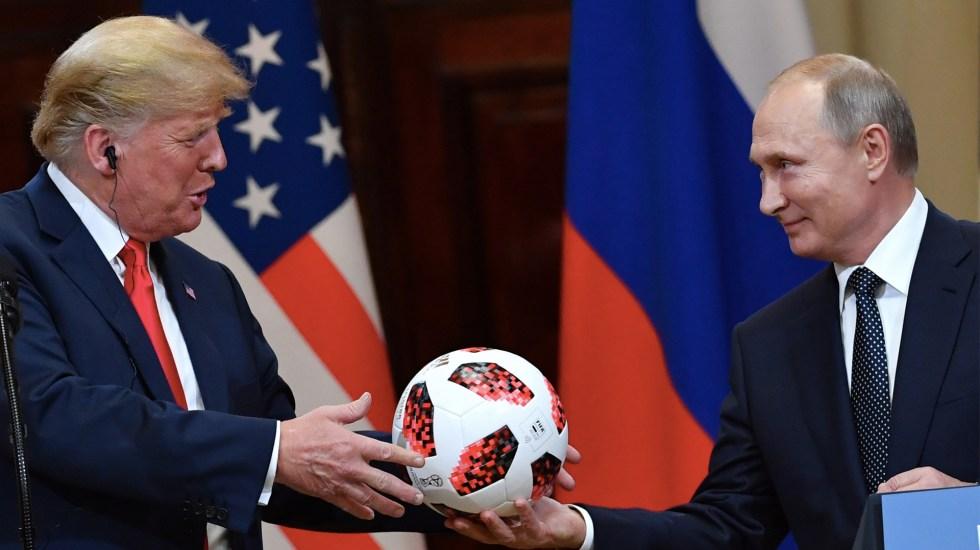 Balón regalado por Putin a Trump tenía un chip integrado - Foto de AFP/Yuri Kadobnov