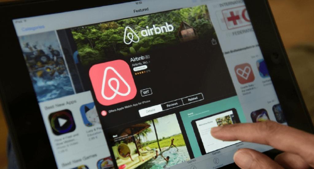 Concanaco pretende regular plataformas de alojamiento como Airbnb - Foto de Medium