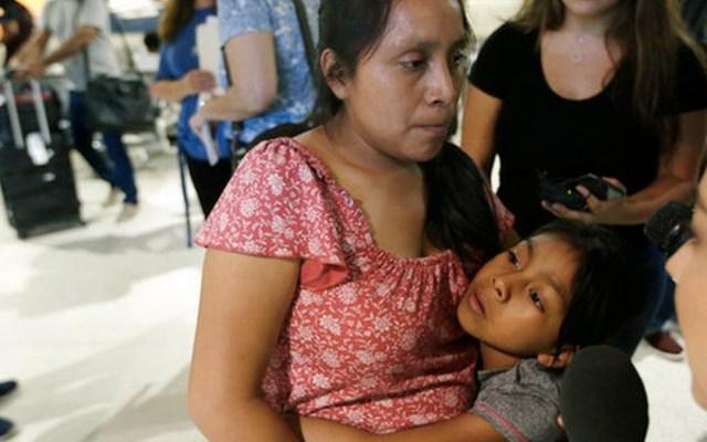 Madre e hija se reúnen tras dos meses separadas en EE.UU. - Foto de AP