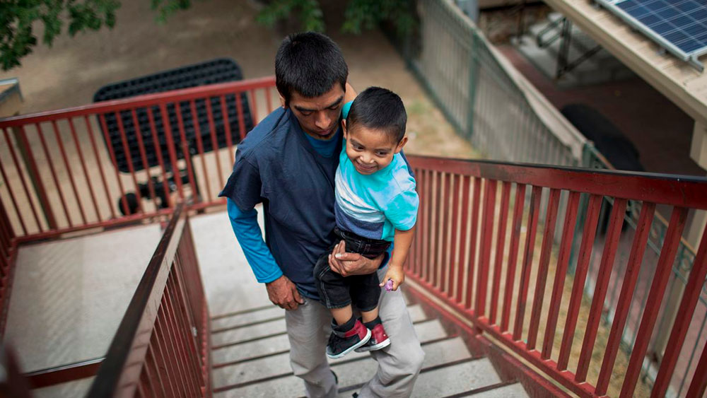 Reanudan programa para reunir a menores centroamericanos con sus padres en EE.UU. - Foto de The Texas Tribune