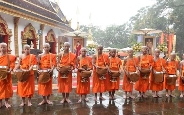 #Video Niños rescatados se ordenan como novicios budistas en Tailandia - Foto de AFP / Panumas Sanguanwong / Thai News Pix