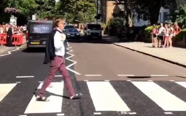 #Video Paul McCartney recrea portada del disco Abbey Road - Foto Captura de Pantalla