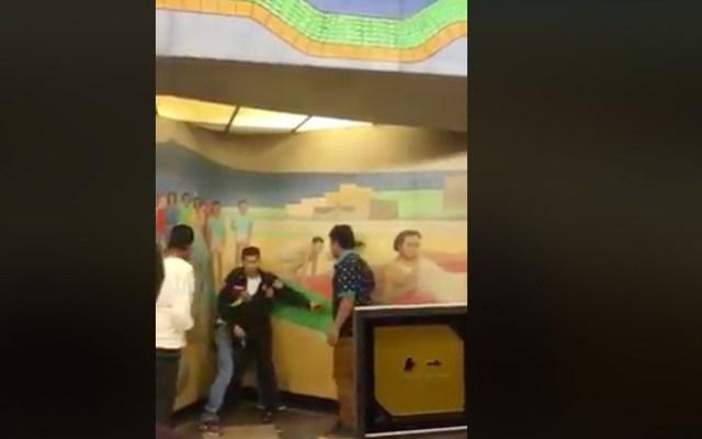 #Video Golpean a policía en Metro Centro Médico