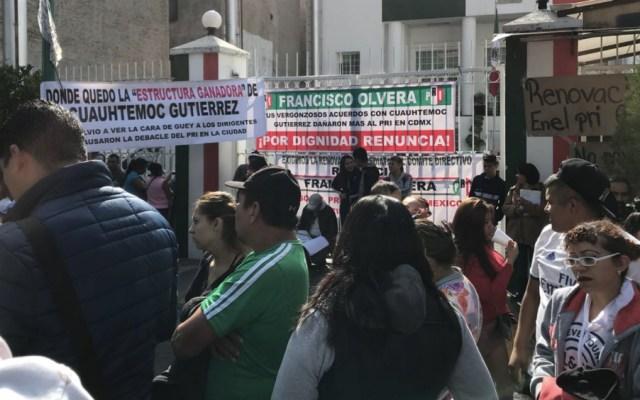 Priistas exigen renuncia del dirigente en CDMX - Foto de @Periodi_Cletos