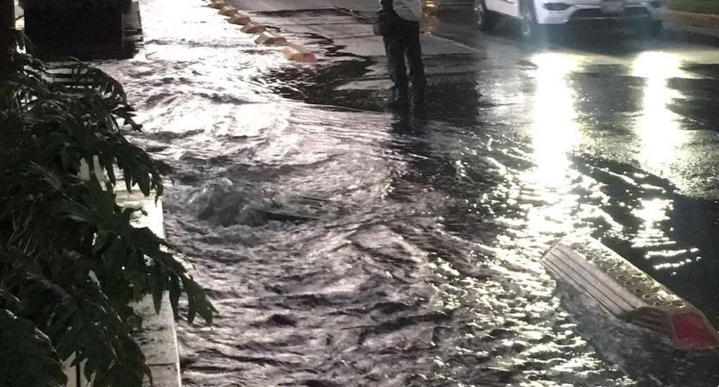 #Video Se desperdician miles de litros de agua por fuga en Polanco - Foto de @JAVIERR_RUIZ
