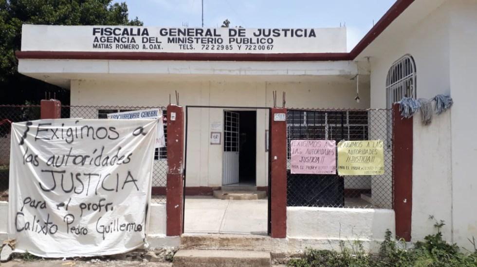 Miembros de la SNTE bloquean carretera de Oaxaca por asesinato de maestro - Foto de @FotosNoticias