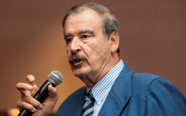 Criminal cancelar salud por becas: Fox - Vicente Fox