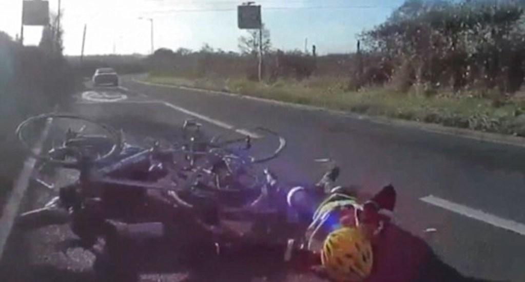 #Video Anciano atropella a grupo de ciclistas en Inglaterra