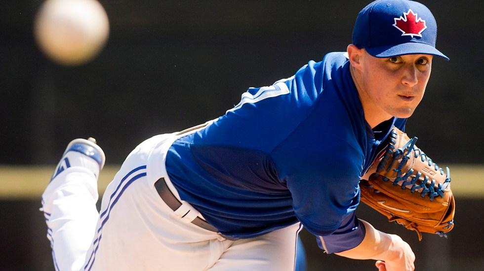 Pitcher de Blue Jays se lesionó al intentar cargar una maleta - Foto de The Canadian Press