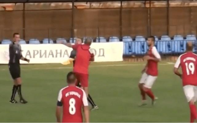 #Video Entrenador agrede a árbitro en Bulgaria - Captura de pantalla