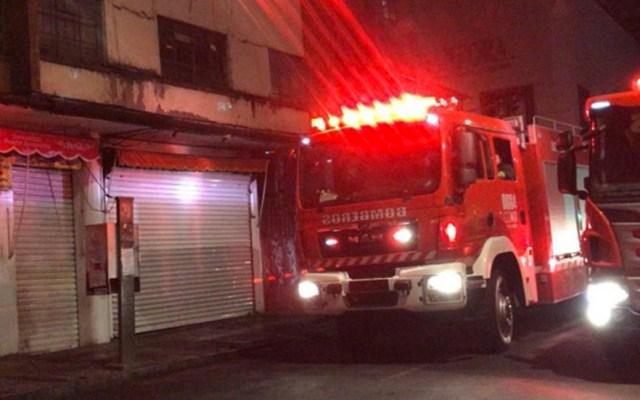 Bomberos controlan incendio en inmueble del Centro - Foto de Excélsior
