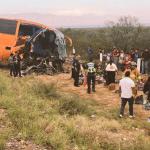 Choque en Saltillo deja un muerto y 14 heridos