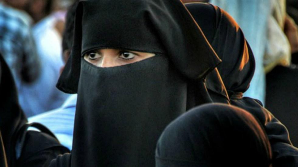 Niegan ciudadanía a musulmanes en Austria por no saludar de mano - Foto de Internet