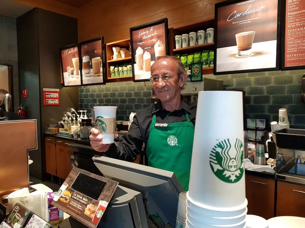 Inaugura Starbucks en México sucursal atendida por adultos mayores - Foto de Carlos Tomasini