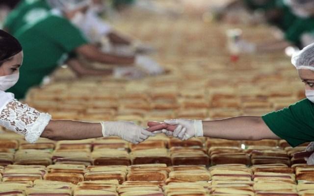 México rompe récord mundial de la fila más larga de hot dogs - Foto de AFP / Ulises Ruiz