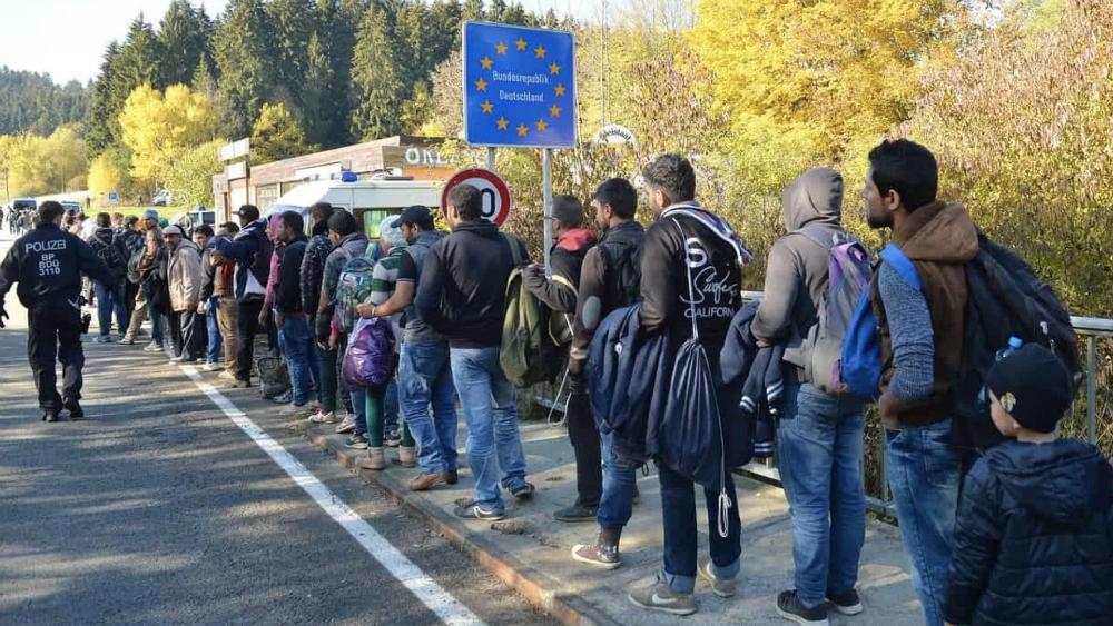Proponen enviar a migrantes y criminales a isla en Dinamarca - Foto de AP