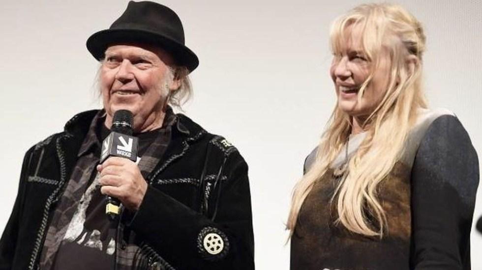 Daryl Hannah y Neil Young se casan secretamente - Foto de Toronto Star