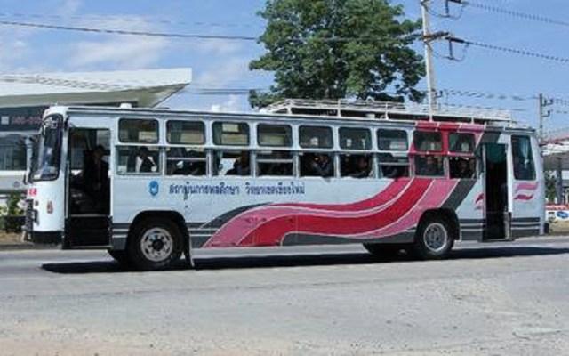 Olvidan a niña de tres años en autobús escolar y muere - Foto de internet