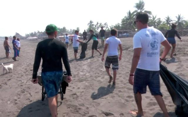 Limpian playas de la Baja California Sur tras paso de John
