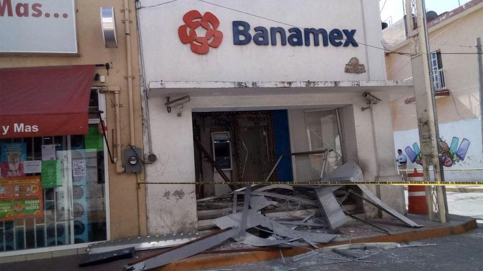 Arrancan con vehículo cajeros automáticos en Guanajuato - Foto de @ZonaFrancaMX