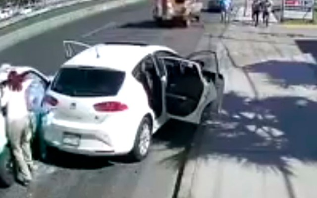 #Video Pelea entre familia y taxista en Hidalgo