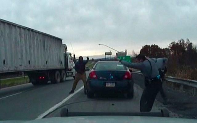 #Video Hombre dispara a policía en EE.UU.