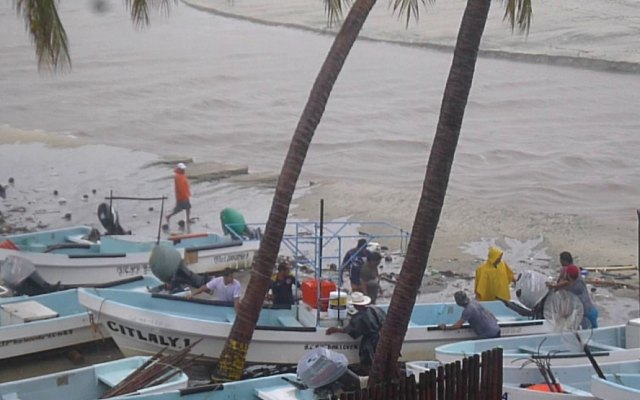 Depresión tropical 11-E activa alerta azul en costas de Oaxaca