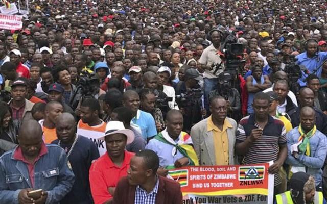 Ejército mata a un hombre durante protestas en Zimbabue