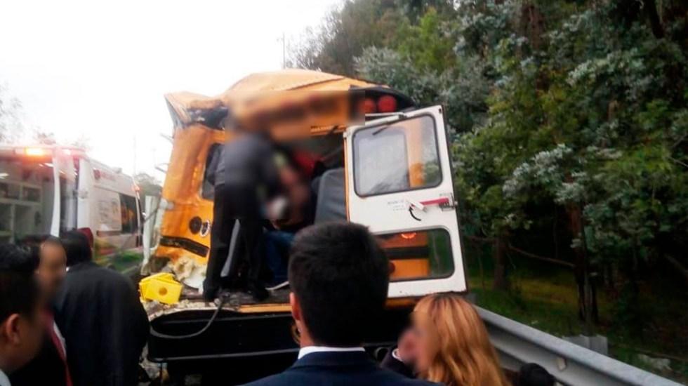 #Video Choque de autobús provoca caos en la Chamapa-Lechería - Foto de @PF_Carreteras