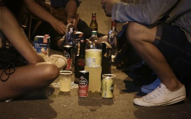Los padres de familia introducen a los menores en el consumo de alcohol - Foto de Internet