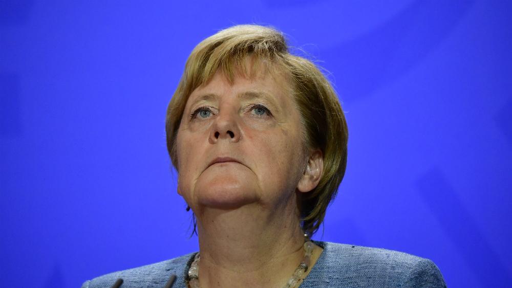 """Merkel exhorta a los alemanes a movilizarse contra el """"odio"""" - Foto de AFP"""