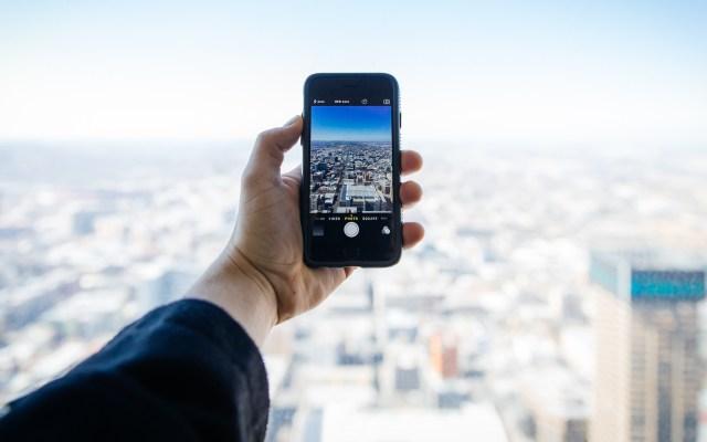 Preocupa a los mexicanos quedarse sin celular durante un viaje - Foto de internet.