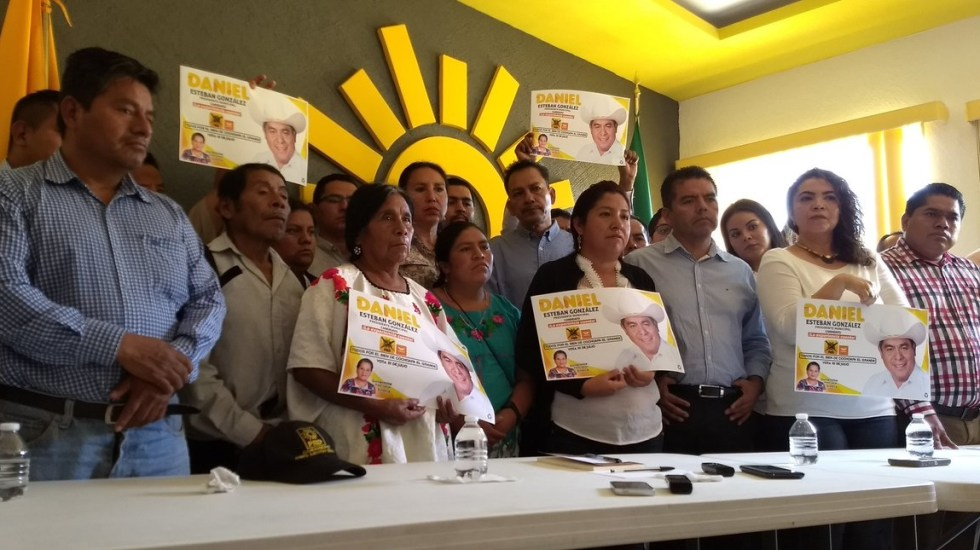 Denuncian desaparición de alcalde electo del PRD en Cochoapa, Guerrero - Conferencia de prensa para denunciar la desaparición del alcalde electo de Cochoapa. Foto de @PENACHOAZTECA
