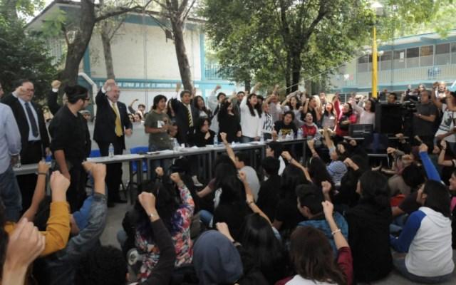 """Reunión entre rector Graue y CCH Azcapotzalco """"se llevó de manera ejemplar"""": Néstor Martínez - Foto de @Reporte_Indigo"""