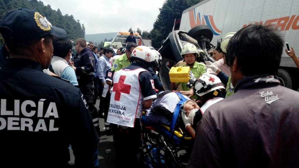Choca automóvil contra tráiler en la carretera México-Toluca. Noticias en tiempo real
