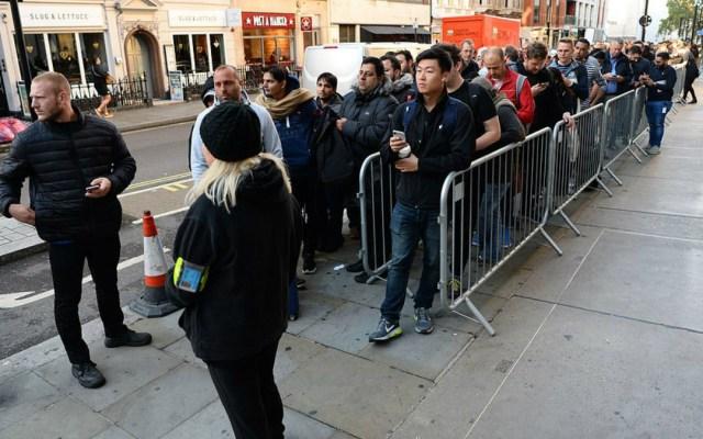 Largas filas para comprar el último iPhone pese al costo - Foto de Internet