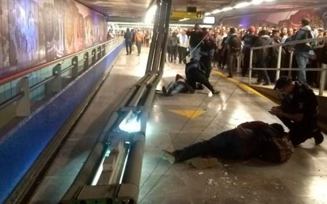 Caída de lámparas deja dos heridos en Metro Garibaldi - Foto de Twitter