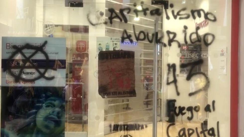 López Obrador se comprometió a investigar la desaparición de 43 estudiantes