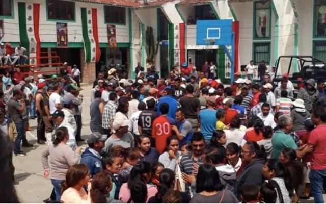 Linchan a hombre acusado de fotografiar niños en Hidalgo - Pobladores acusaron a las víctimas de tomarle fotos a los menores. Foto de @karlaiberia